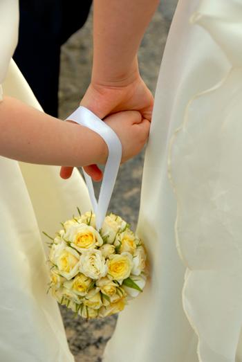 Bouquet Sposa Borsetta.Moda Il Bouquet Della Sposa A Borsetta Da Polso O Senza Fiori