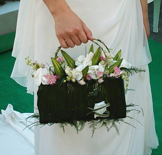 Bouquet Sposa Senza Fiori.Moda Il Bouquet Della Sposa A Borsetta Da Polso O Senza Fiori
