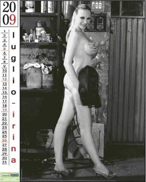 Calendario Ragazze.Scuola Ragazze Nude Per Sostenere La Gelmini Il Calendario