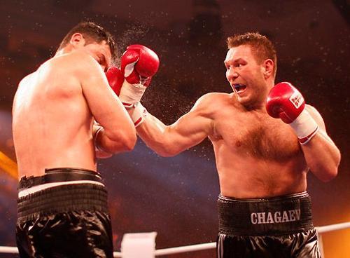 Ruslan Chagaev attacca Kali Meehan