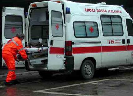 Palermo, poliziotto si spara alla testa in mezzo alla strada: è grave
