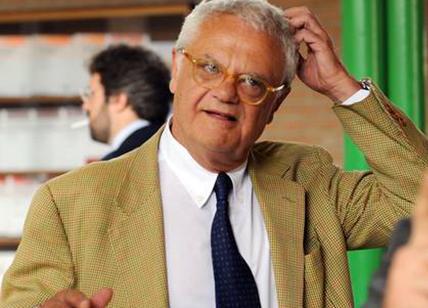 Roma, finisce in buca anche il presidente Codacons: ferito, sarà mega causa