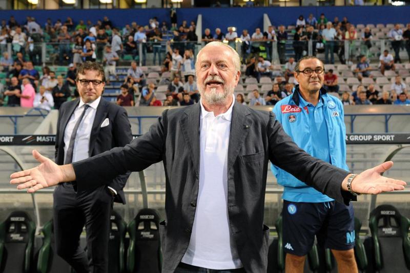 """De Laurentiis stoppa Sarri (""""Due rigori netti negati, intervenga la società"""") dopo le recriminazioni post Genoa-Napoli"""