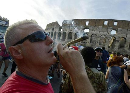 Million Marijuana March: Roma invasa per la cannabis libera, scontro Lega-M5s