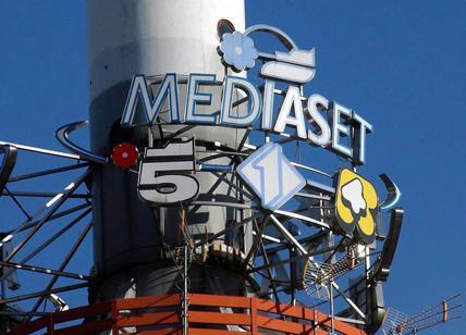 Mediaset cede in Borsa su stallo Premium