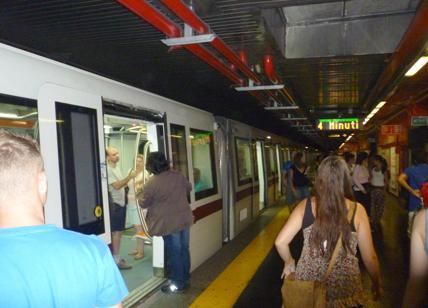 Metro A, investito alla stazione Colli Albani: linea sospesa