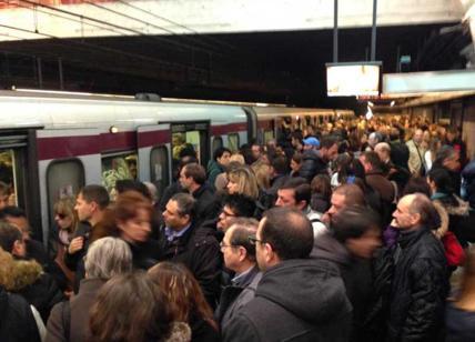Metro con porte aperte, Atac: segnalato difetto, treno in garanzia