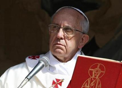 Pedofilia, Papa Francesco chiede scusa alle vittime di abusi sessuali: