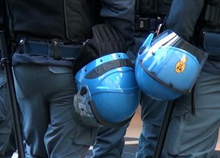 """Contratti, NON TUTTI SONO CONTENTI. I poliziotti: """"Firma estorta dal governo, a noi 1 euro al giorno"""