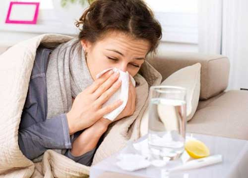 Sembra influenza, ma fa morire: il coronavirus ha sintomi comuni. Cosa fare