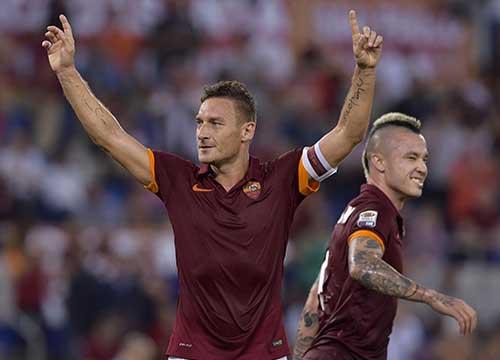 Totti si scalda per Roma-Inter, ma perchè il ct ventura non lo convoca in nazionale per Italia-Spagna? Probabili formazioni di Roma-Inter