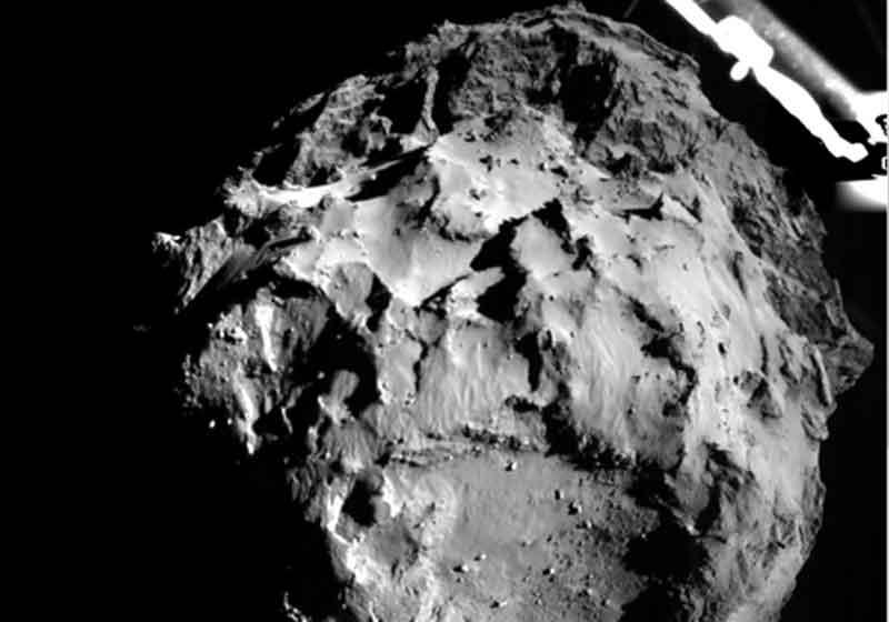 Spazio, la sonda Rosetta è riuscita a fotografare la Sonda Philae sulla superficie della cometa 67P/Churyumov-Gerasimenko su cui era sceso nel novembre 2014