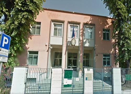 Scuola, genitori all'uscita delle scuole medie. Proteste a Bergamo