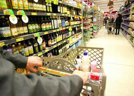 Prezzi: Consumatori, rincari di 562 euro per famiglia tipo