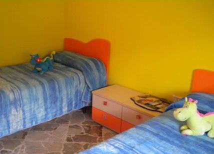 Roma, scappano di casa perché maltrattati: arrestati i genitori adottivi