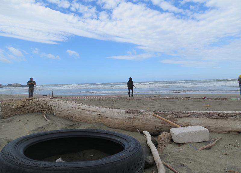 Legambiente Taranto ripulisce la spiaggia di