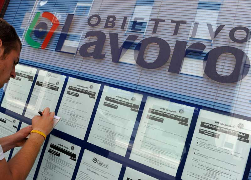 Disoccupazione ferma ad agosto all'11,4%. Per l'Istat, tornano a crescere gli occupati, bene gli ultra 50enni