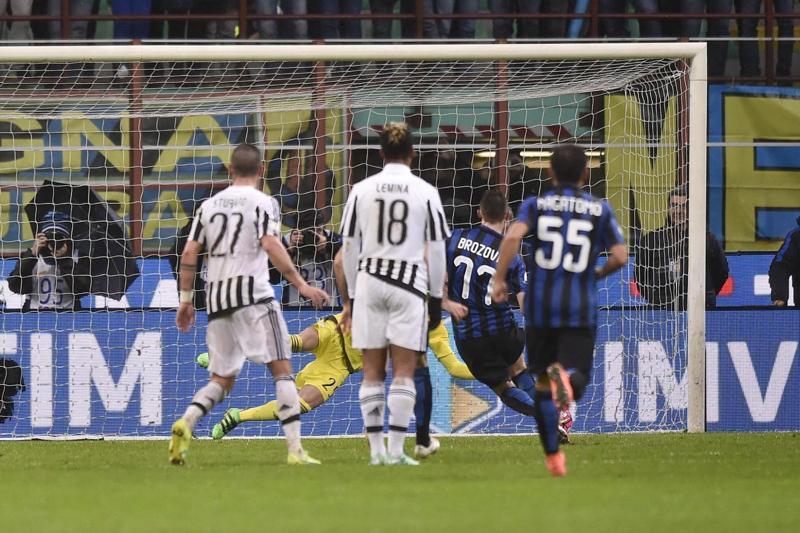 Brozovic, il Milan prova a strapparlo all'Inter. Lui dice no alla Cina