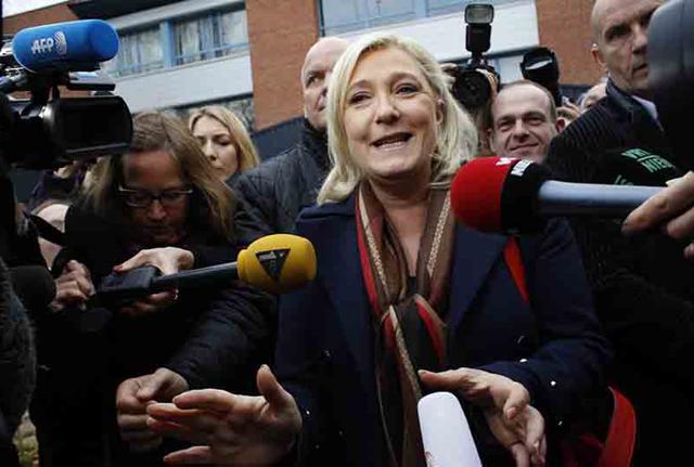 L'Europarlamento revoca l'immunità a Marine Le Pen