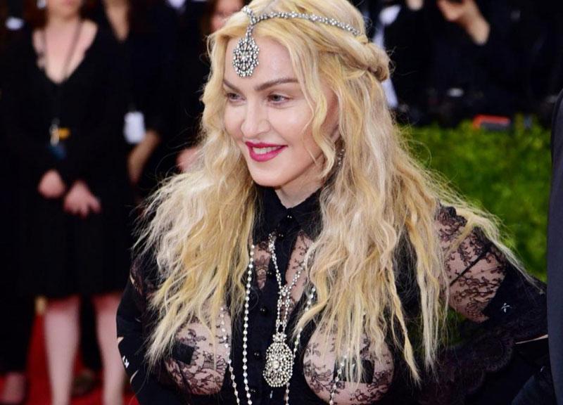 Madonna In Puglia Festeggia Il Suo Compleanno Ballando La Pizzica