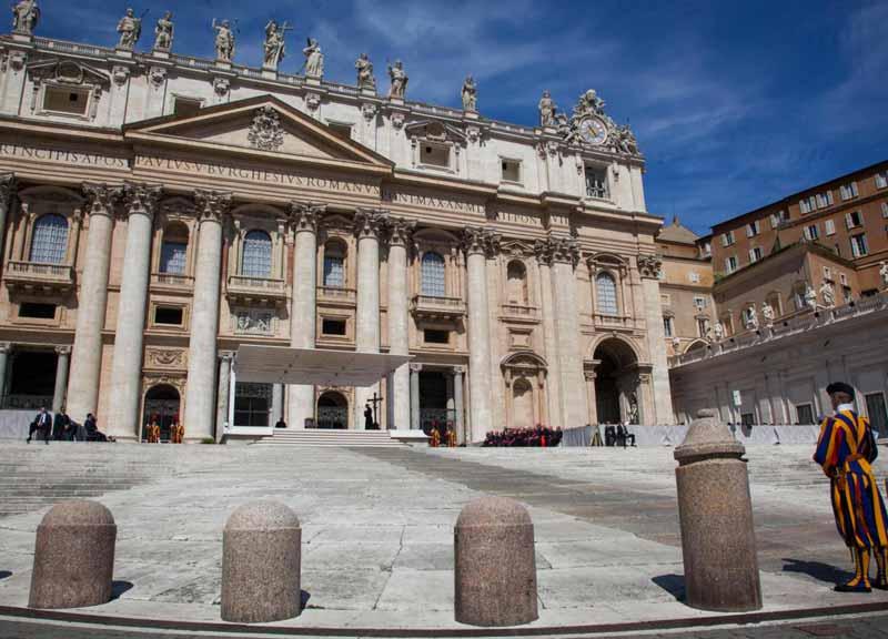 """Roma, Raggi non va all'incontro in Vaticano. L'Osservatore: """"Capitale in stato di abbandono"""""""