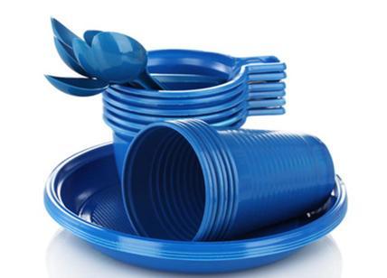 Mense scolastiche: stop plastica, solo stoviglie biodegradabili