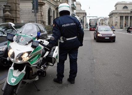 Investe bimbo di 4 anni sulle strisce a Milano e fugge: denunciato