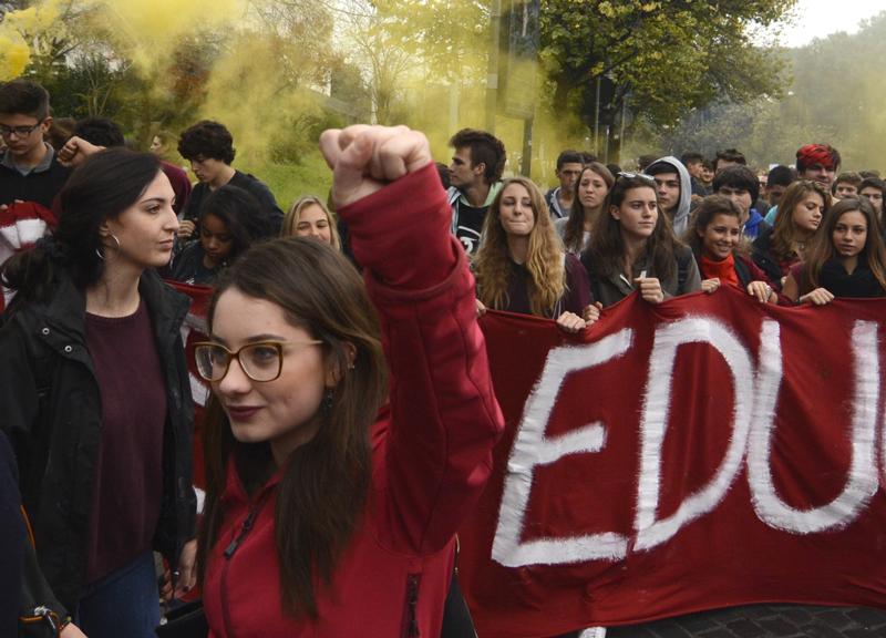Gli studenti in piazza nelle maggiori città italiane per contrastare le politiche del governo sull'istruzione e chiedere maggiori diritti