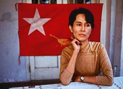 Birmania: Amnesty, 'San Suu Kyi tiene testa sotto la sabbia'