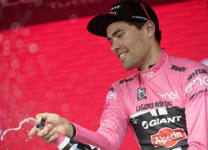 SPORT. Giro d'Italia, Dumoulin prima maglia rosa