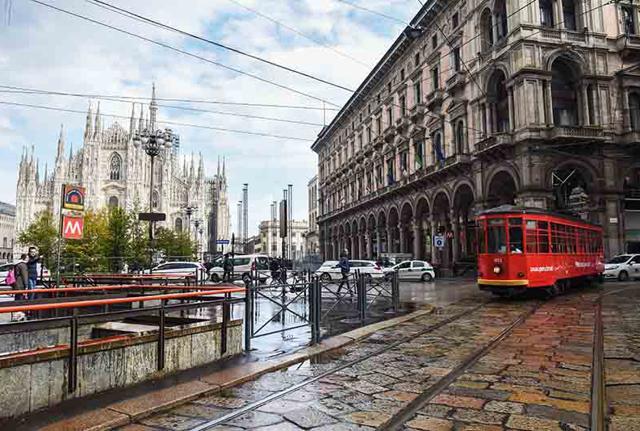 Milano, cade dopo la frenata del tram: Atm condannata