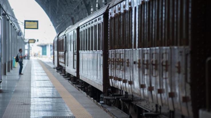 Due persone sono state travolte da un treno regionale nei pressi di Milano