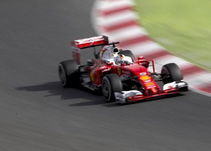 """F1 Bahrain, Trionfo Ferrari-Vettel. Hamilton penalizzato: """"Colpa mia"""
