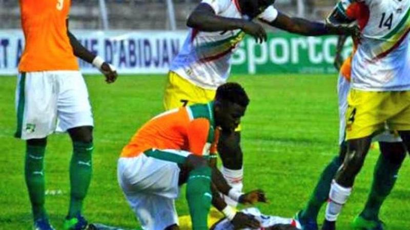 Aurier vede Doumbia a terra che non respira durante Costa d'Avorio-Mali