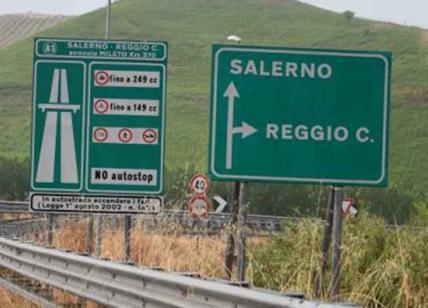 Furgone contro un'auto, un morto ed un ferito sull'A3 Salerno-Reggio