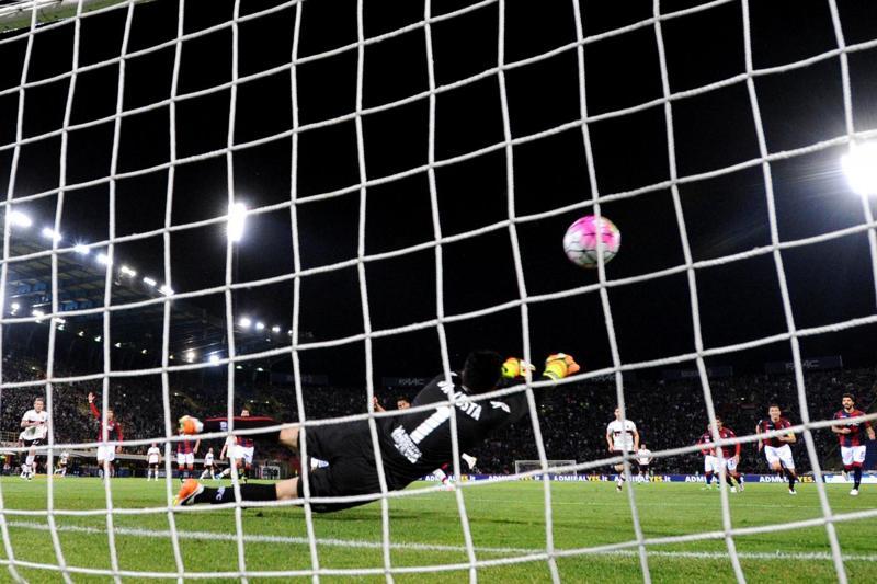 Carlos Bacca salta Empoli-Milan per problemi alla coscia. Nuove voci sul Psg