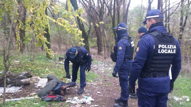 Maxi controllo in bosco spaccio a Milano