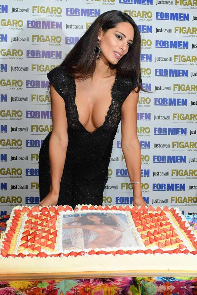 Nuda Calendario.Raffaella Modugno Presenta Il Calendario Formen Magazine