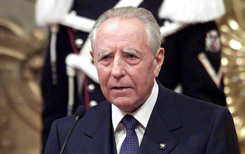 A Roma i funerali privati del presidente emerito della Repubblica Carlo Azeglio Ciampi. Molti a rendergli omaggio: da Mattarella a Benigni