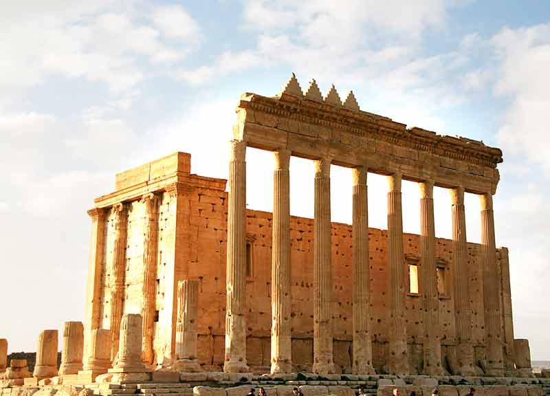 Ricostruite in scala 1:1 tre opere distrutte un Siria e Iraq, mostra al Colosseo