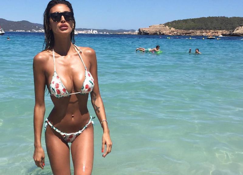 Cristina Buccino Sexy A Le Iene Provoca è Choc Cristina Buccino