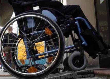 Ascensori rotti e ostacoli insuperabili per disabili: Comune e Atac condannati