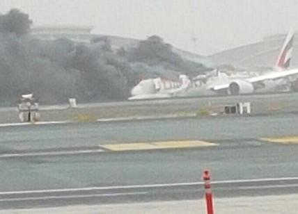 Dubai, incendio a bordo di un volo Emirates