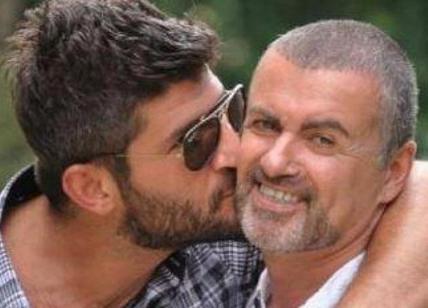 Svolta l'autopsia sul cadavere di George Michael: risultati inconcludenti