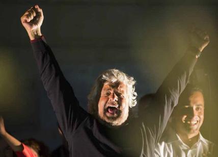 Rabbia Grillo contro Raggi, pronto a levare il simbolo: