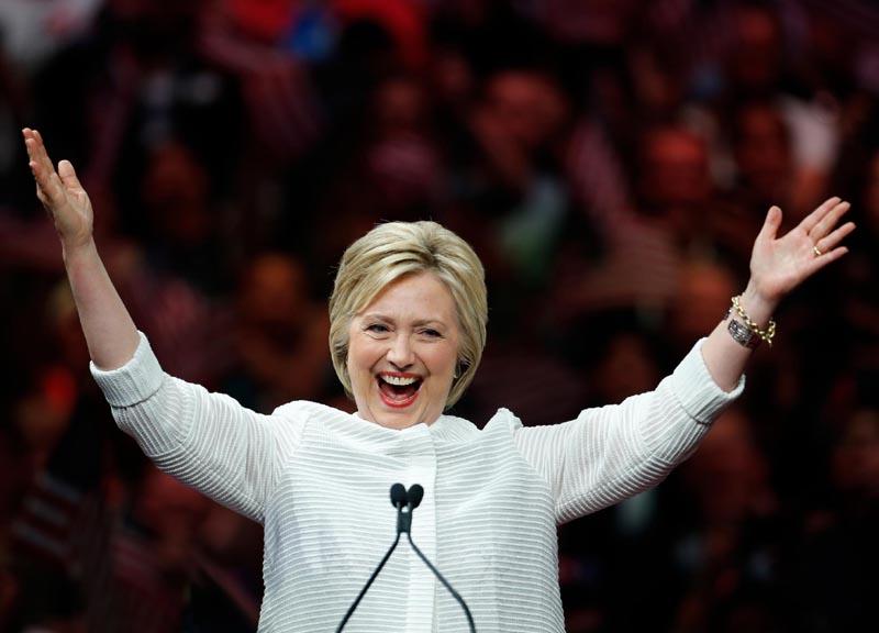 Hillary e Bill Clinton hanno in Deutsche Bank un conto da quasi un milione di dollari. Trump invece deve ai tedeschi circa 300 milioni
