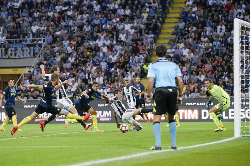 Inter vince 2-1 sulla Juventus: Icardi chiede un rigore, mentre sui cartellini... Le decisioni di Tagliavento