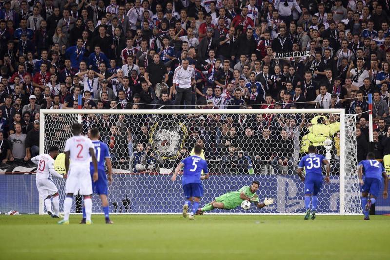 Buffon si leva qualche sassolino dalle scarpe dopo LIone-Juventus. Super Gigi in Champions League