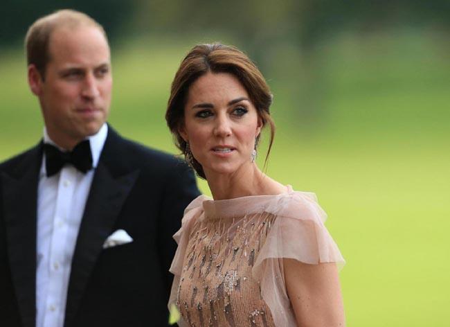 Abito Cerimonia Kate Middleton.Kate Middleton Abito Riciclato Alla Cerimonia Funebre Foto