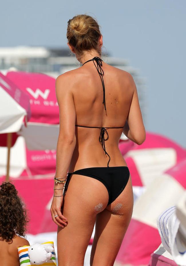 Greek Nudist Toples With Thong On Kik